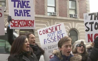Protestan contra el capitán de NYPD en Brooklyn por sus comentarios sobr...