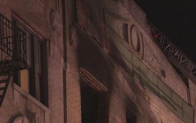 Una persona resultó gravemente tras el incendio en un apartamento en el...