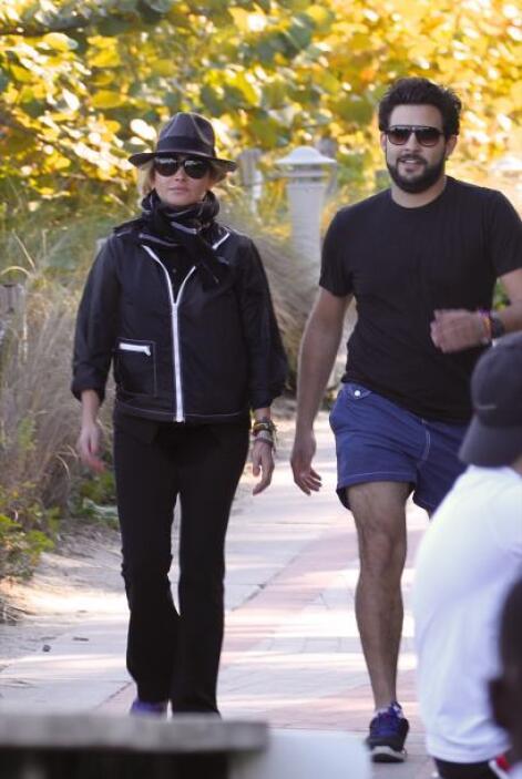 Gerardo iba más cómodo con shorts y una playera. Mira aquí lo último en...