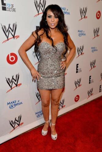 Qué diferente luce la luchadora Layla El vestida con esta pieza, pues no...