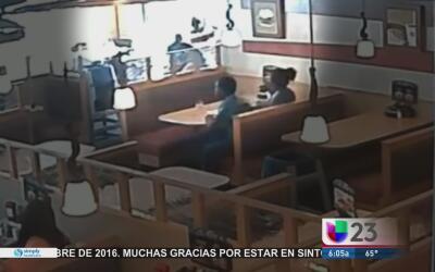 Mesero es atacado con un cuchillo por un cliente en un IHOP de Miami