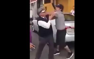 En video: Un hombre empuja a un anciano contra un camión tras una discus...