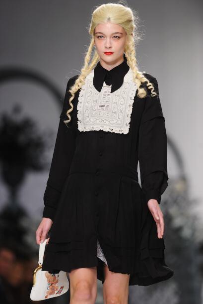 Ideal para lucir como una chica gótica de época o como un retrato antigu...