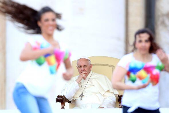 Desde la ventana del Palacio Apostólico del Vaticano, el máximo represen...