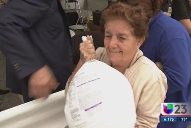 Dueño de gasolinera Sunshine en Miami regaló pavos