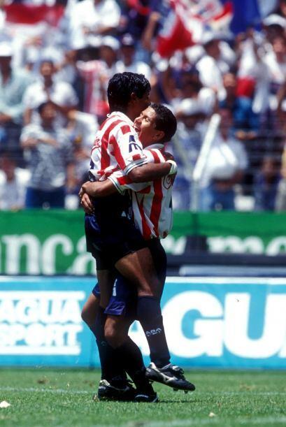 Pero fue poco lo que le duró a Chivas el gusto por la victoria, a...