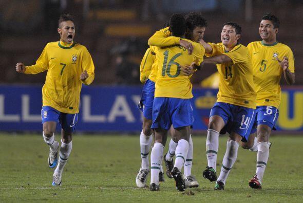 A los 55 minutos Willian igualó el marcador para los brasile&ntil...