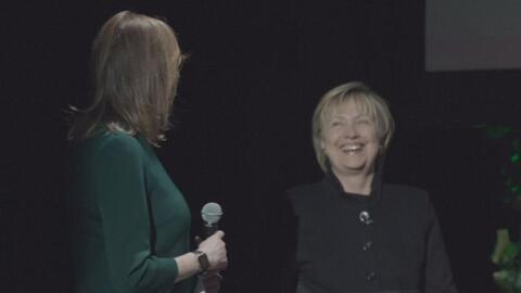 Hillary Clinton aparece sorpresivamente como panelista en el Tribeca Fil...