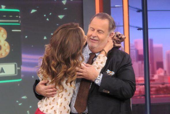 También quiso darle un beso a Raúl.