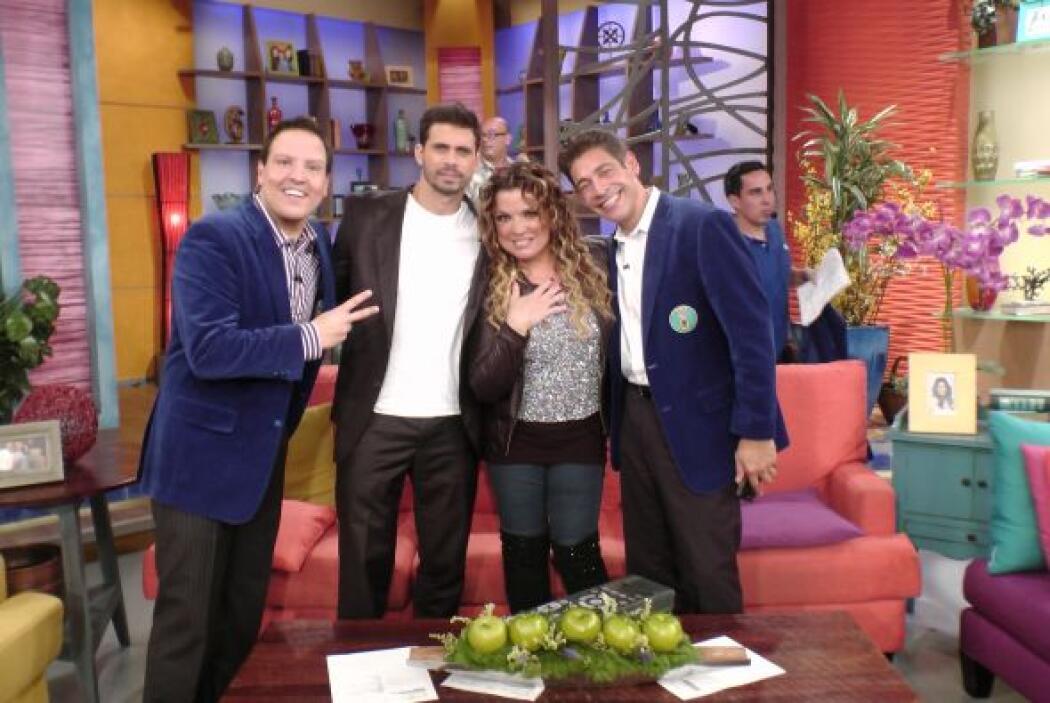 ¡Un abrazote de los Paparrines con Pedro y Ednita Nazario! Son muy amigo...