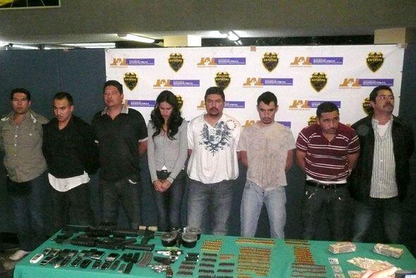Cuando el grupo fue detenido se le decomisaron armas y varios dól...