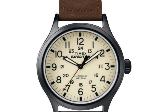 Este bonito reloj Expedition Scout con manillas en piel color caf&eacute...