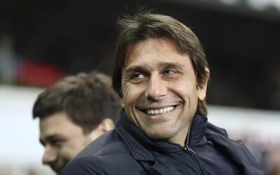 El hambre venció al entrenador del Chelsea en plena conferencia
