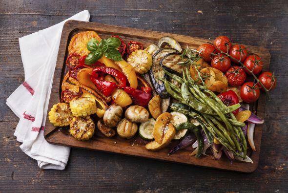 Verduras: remolacha, pimiento, zanahoria, apio, hojas verdes de berza, m...