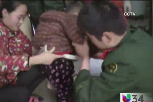 ATRAPADO EN LA LAVADORA.  Un niño se quedó atorado en una...