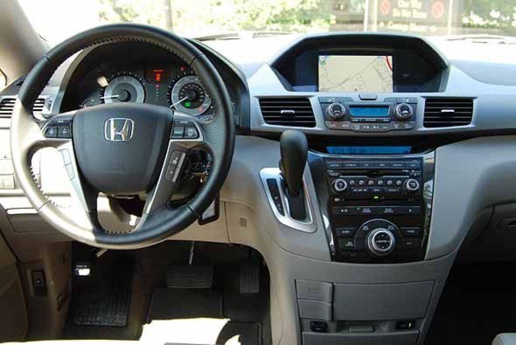 Viene con nuevas funciones al interior, más comfort, tecnologías de entr...