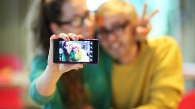Gmail cumple 10 años y lo celebra con selfies.