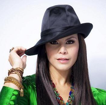 """2. Su carrera musical comenzó cuando se unió a un grupo llamado """"Las Nen..."""