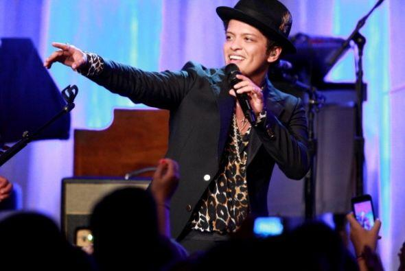 El talentoso Bruno Mars cerró esta lista de las mejores canciones del añ...