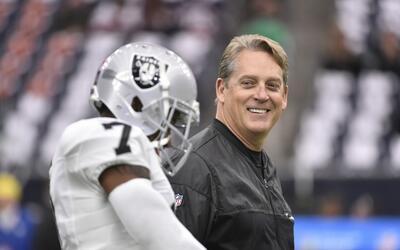 Jack del Rio lleva dos temporadas al frente de los Raiders.