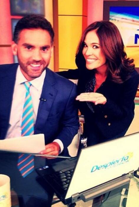 """""""¿Verdad que @enrique_acevedo se ve muy bien en este escritorio mañanero..."""