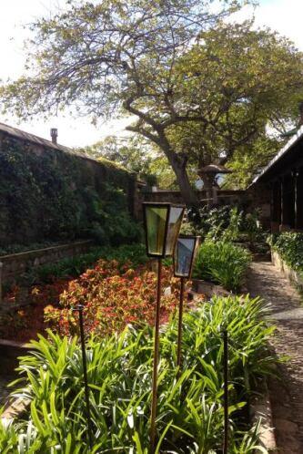 Y la belleza del hotel. Para donde uno volteara había flores, jardines,...