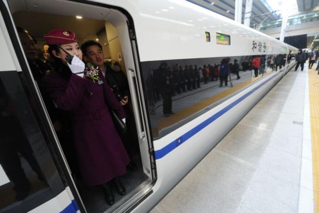 El tren realiza también paradas en otras ciudades intermedias, incluidas...