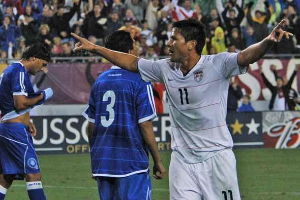En los minutos finales Estados Unidos Brian Ching igualó la pizarra.