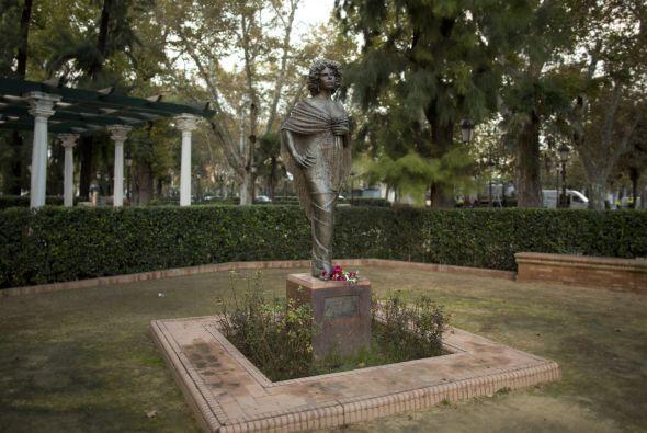 En los jardines de Cristina, en Sevilla, se encuentra una estatua de la...