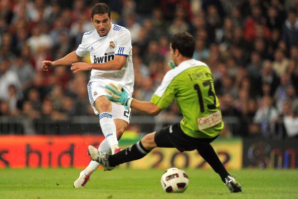 El primer tanto lo marcó Gonzalo Higuaín con una buena definición.