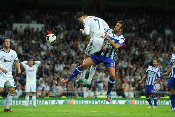 Los cabezazos abundaron en el juego y si no lo creen vean a Cristiano.
