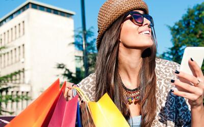 Los latinos son quienes más gastan en cosméticos