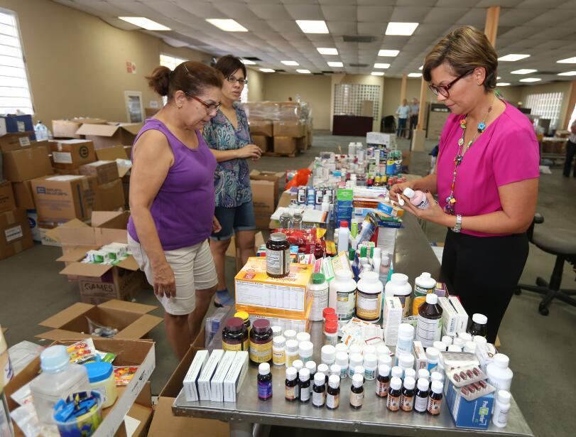 Centro de acopio en Puerto Rico para damnificados del huracán Matthew en...
