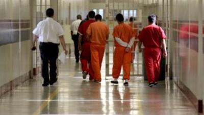 Vigilia frente a una cárcel de inmigrantes