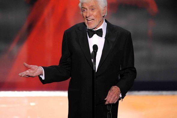 Premio por trayectoria-> Dick Van Dyke.