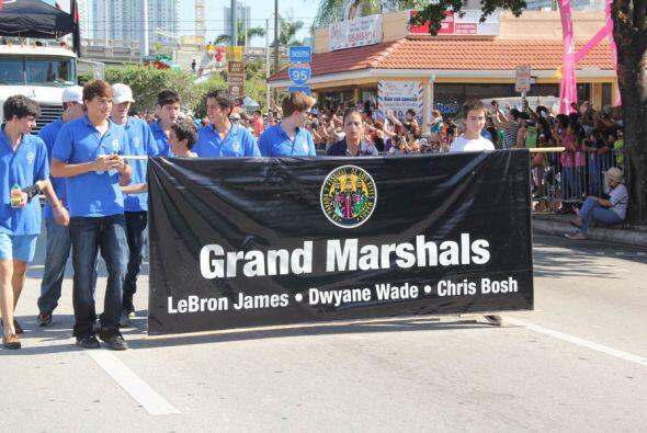 Y ya llegan los mariscales de la Parada: Dwyane Wade, Lebron James, y Ch...