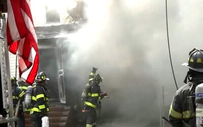 Nueva York en un Minuto': alguaciles y bomberos investigan incendio que...