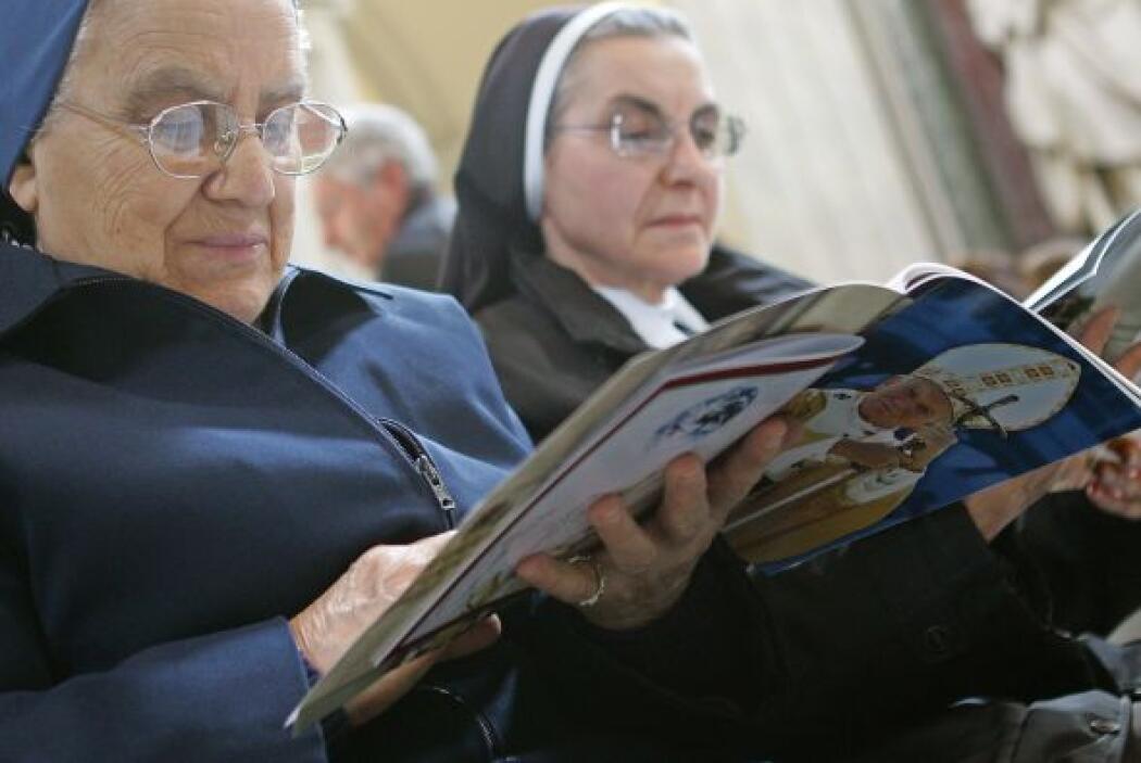Monjas de la misma congregación de Marie Simon-Pierre le rezaron a Juan...