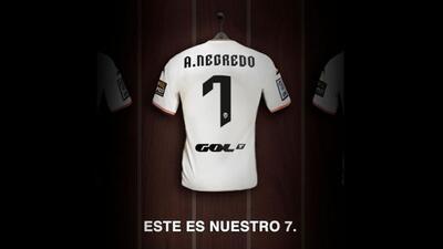 Con esta imagen, Valencia anunció la llegada de Negredo.