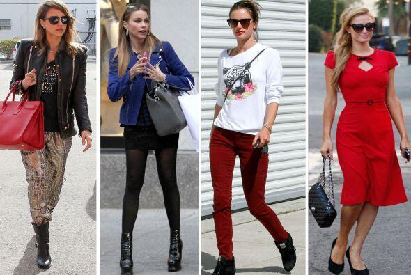 Mientras algunas famosas llevan el 'glamour' en todo momento, otras apro...