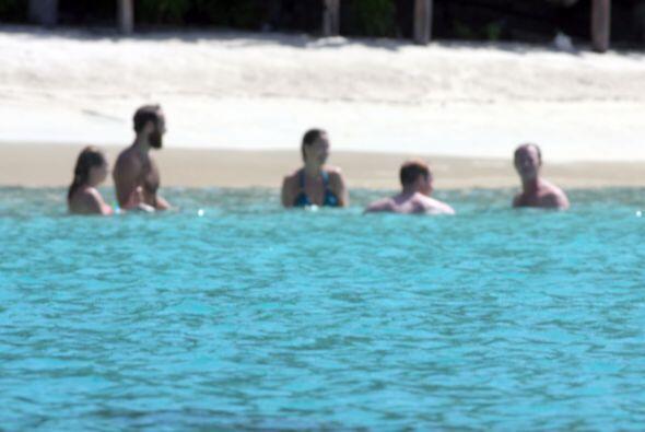 Como sirenitos en el agua, el príncipe William, Pippa, James y amigos de...