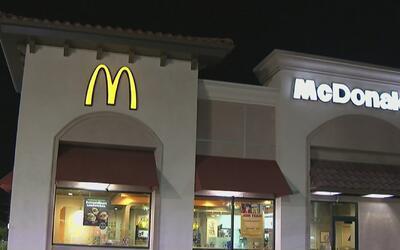 Mujer fue atacada con un martillo y un cuchillo de carnicero en un McDon...