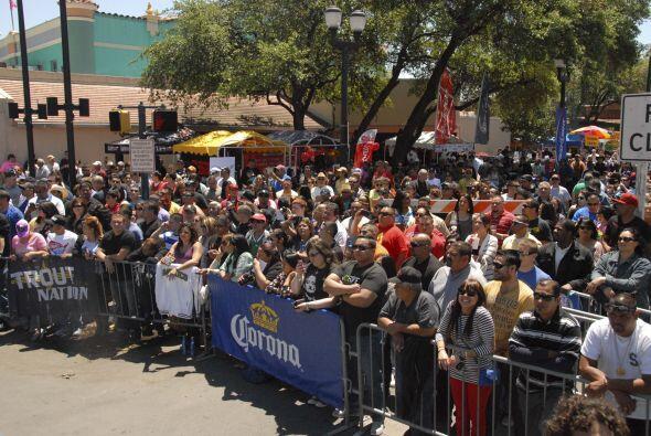 Decenas de personas se dieron cita en el Market Square de San Antonio pa...