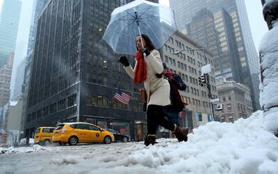 Autoridades previenen a los neoyorquinos por las bajas temperaturas y al...