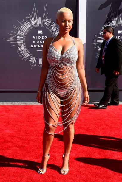 Amber Rose, muchas cadenas y poca tela.