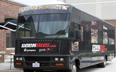 Geekbus es una escuela única: Es un autobús lleno de exper...