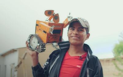 El boliviano que fabrica tesoros a partir de basura electrónica