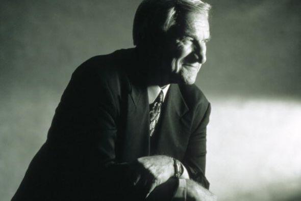 El ex entrenador Dean Smith, que entrenó a varias leyendas de la NBA y f...