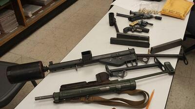 Armas decomisadas a un indigente en Los Ángeles