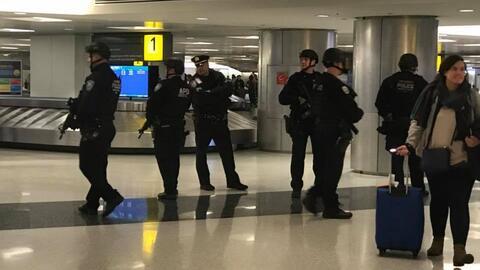 Resultado de imagen para Aumentan seguridad en aeropuertos de Nueva York